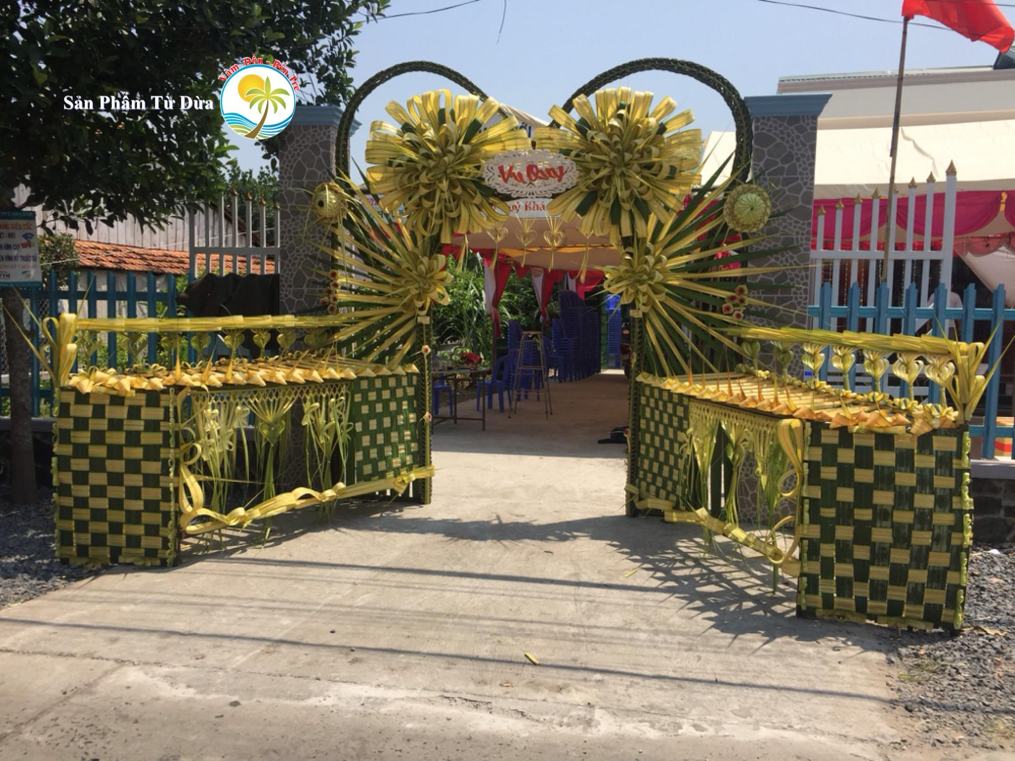 Hướng dẫn làm cổng cưới Miền Tây bằng lá dừa tại Đồng Tháp – Làm hoa hồng lớn