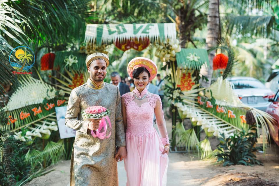 """Cổng cưới lá dừa """"mộc nhưng chất"""", hoành tráng không kém cổng hoa giả của đám cưới Việt"""