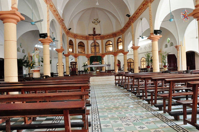 Bên trong nhà thờ La Mã (Ảnh: ST)