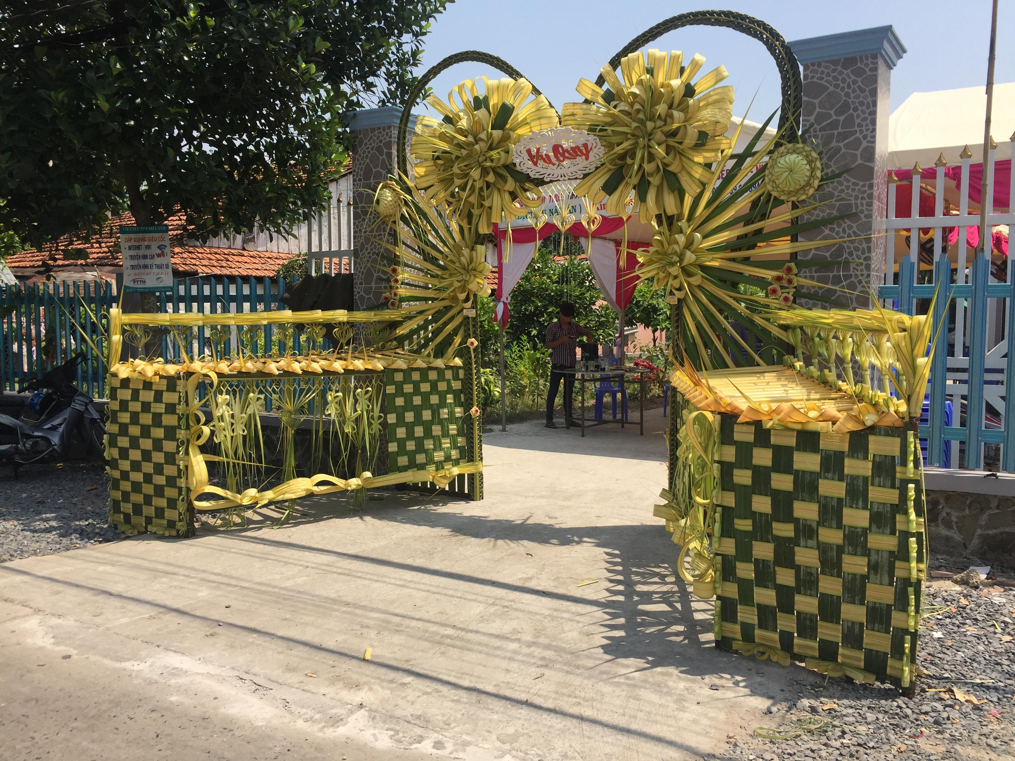 Cổng cưới lá dừa sau khi hoàn thành