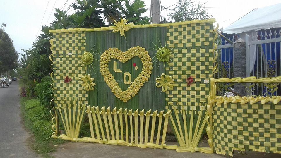 26001244 2298470390179299 2514248289272640565 n Đẹp mê hồn những cổng nhà bằng lá dừa độc đáo ở miền Tây