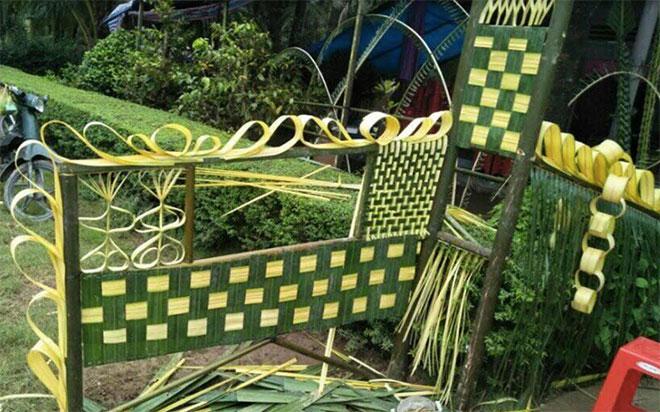 a8723356 acae 4f9a bc72 cb9d41ea44cb.11.dua5 Đẹp mê hồn những cổng nhà bằng lá dừa độc đáo ở miền Tây