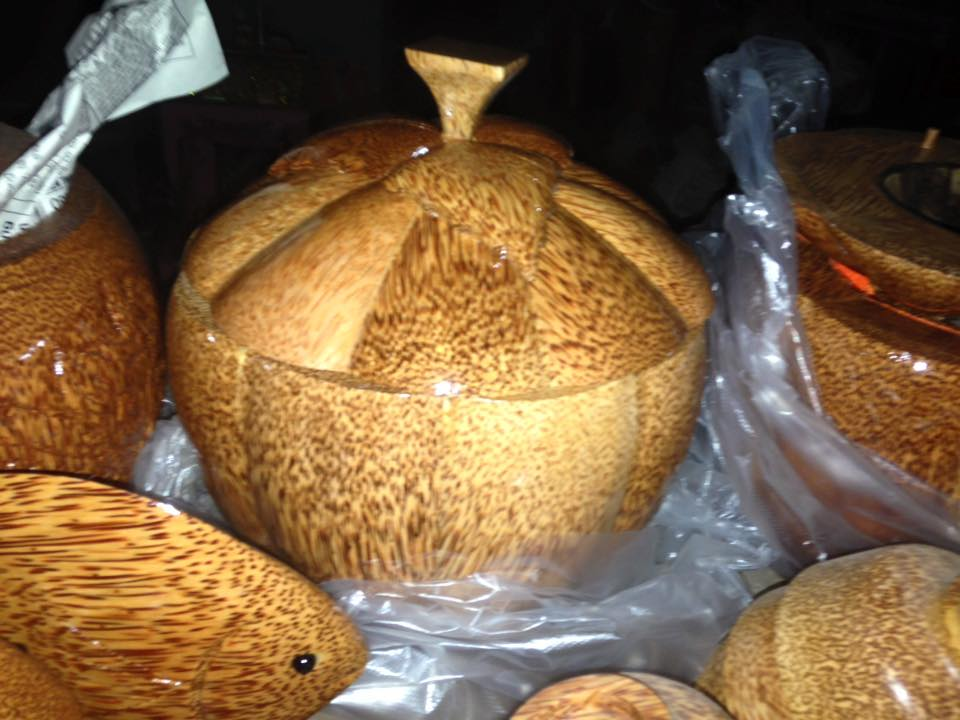 12246694 1314117878614560 8068214652542814959 n Nghệ thuật đặc sắc từ thân cây dừa ở Bến Tre không phải ai cũng biết