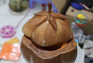 Vỏ bình trà bằng gỗ dừa – Nét độc đáo của nghề làm thủ công mỹ nghệ Bến Tre