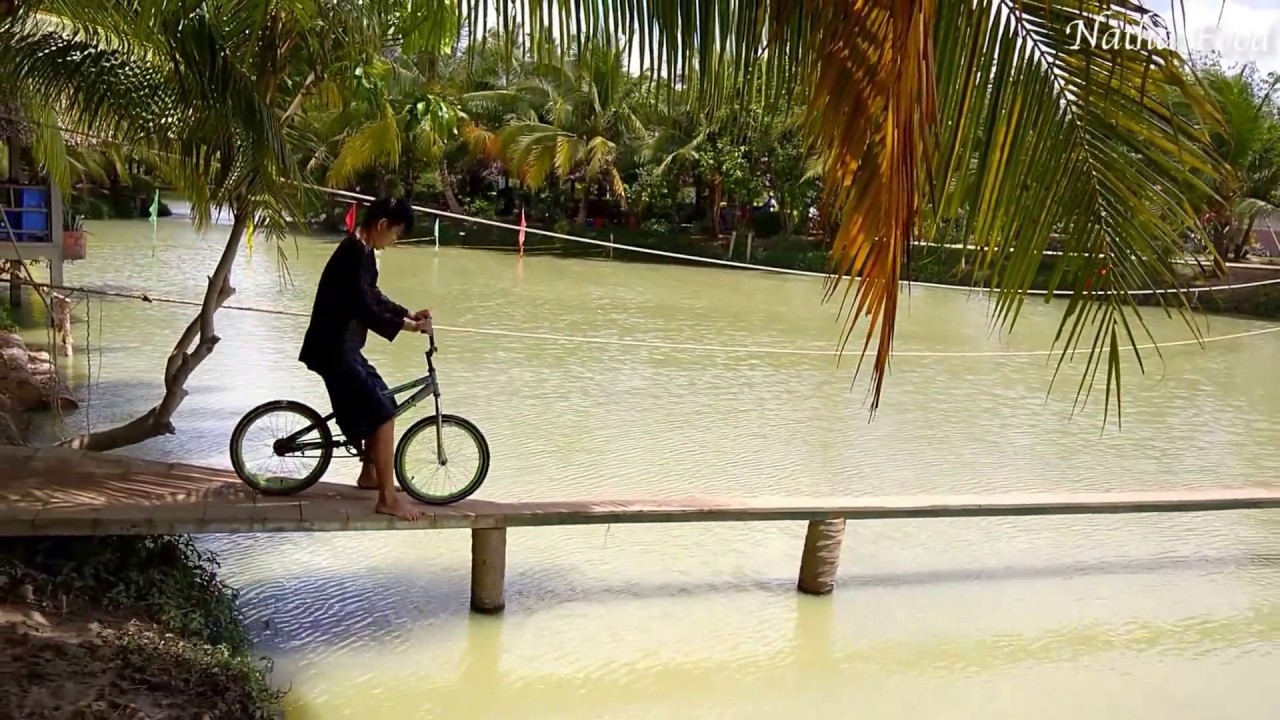 Trò chơi đạp xe tại khu du lịch Lan Vương