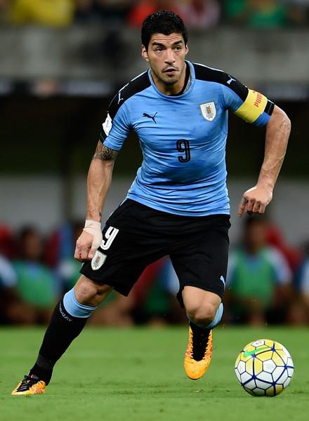 LuisSuarezBrazilvUruguay2018FIFAWorldKkA11f2UDS3l Những gã thợ săn - Những anh hùng thầm lặng Cavani & Suarez - Fifa Worldcup 2018