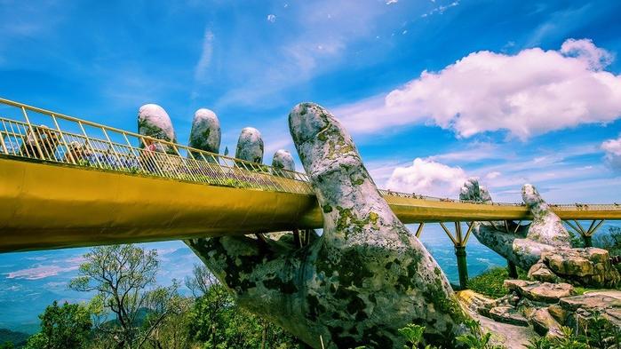 cau vang da nang duoc khen khi xuat hien tren instagram noi tieng 1a2148 Cầu Vàng Đà Nẵng - Cây cầu của Việt Nam gây sốt trên toàn thế giới khi xuất hiện trên Instagram nghệ thuật nổi tiếng