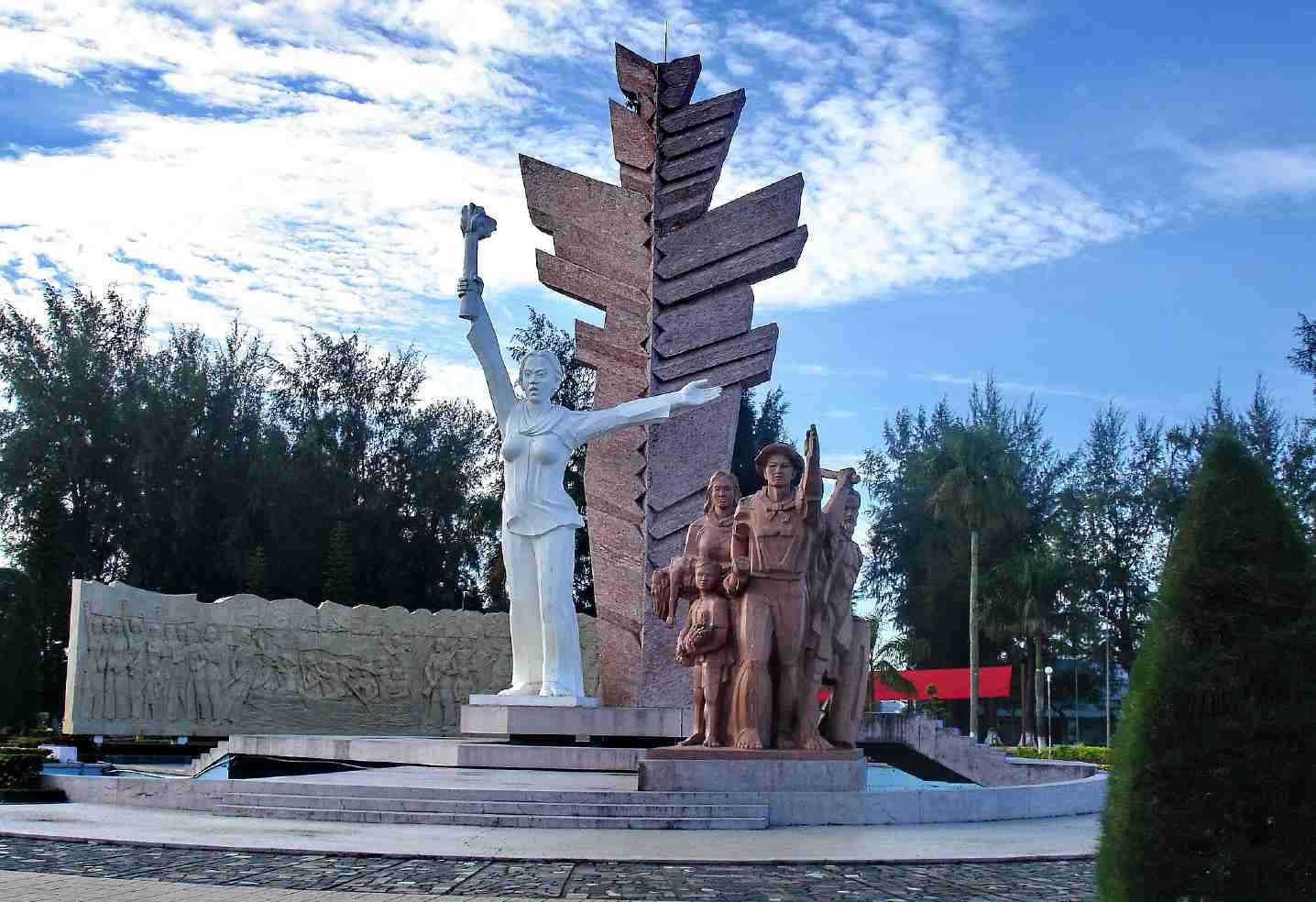 Tượng đài tưởng niệm Bến Tre (Ảnh: ST)