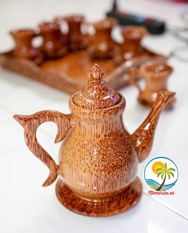 Bộ khay trà/rượu ấm cổ cao và 6 ly nhỏ kèm 7 đĩa lót bằng gỗ dừa