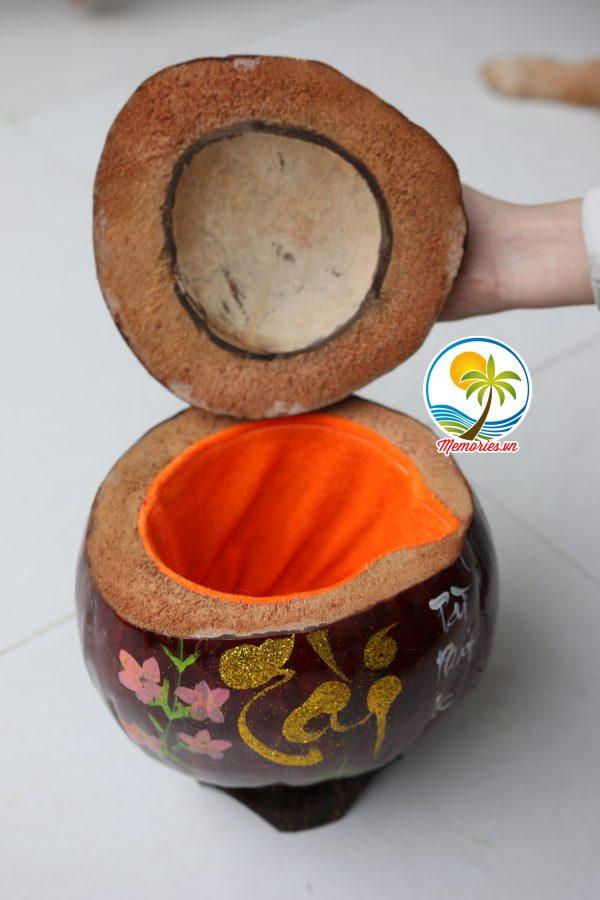 Vỏ Giữ Ấm Bình Trà Trái Dừa Khắc Chữ Thư Pháp